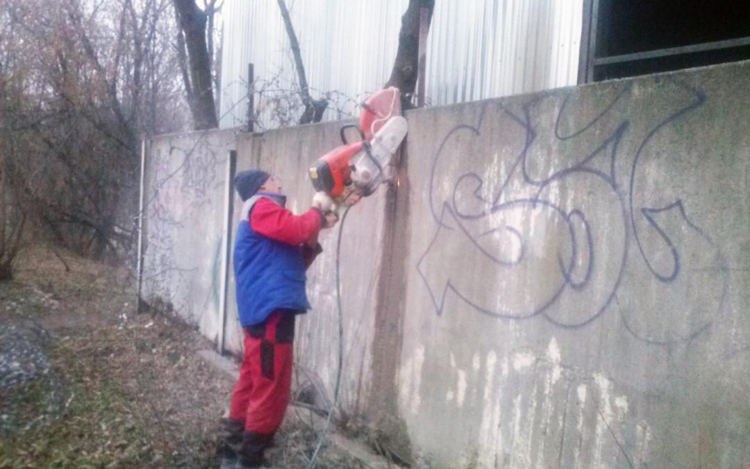 Резка бетонного забора в Москве бензорезом